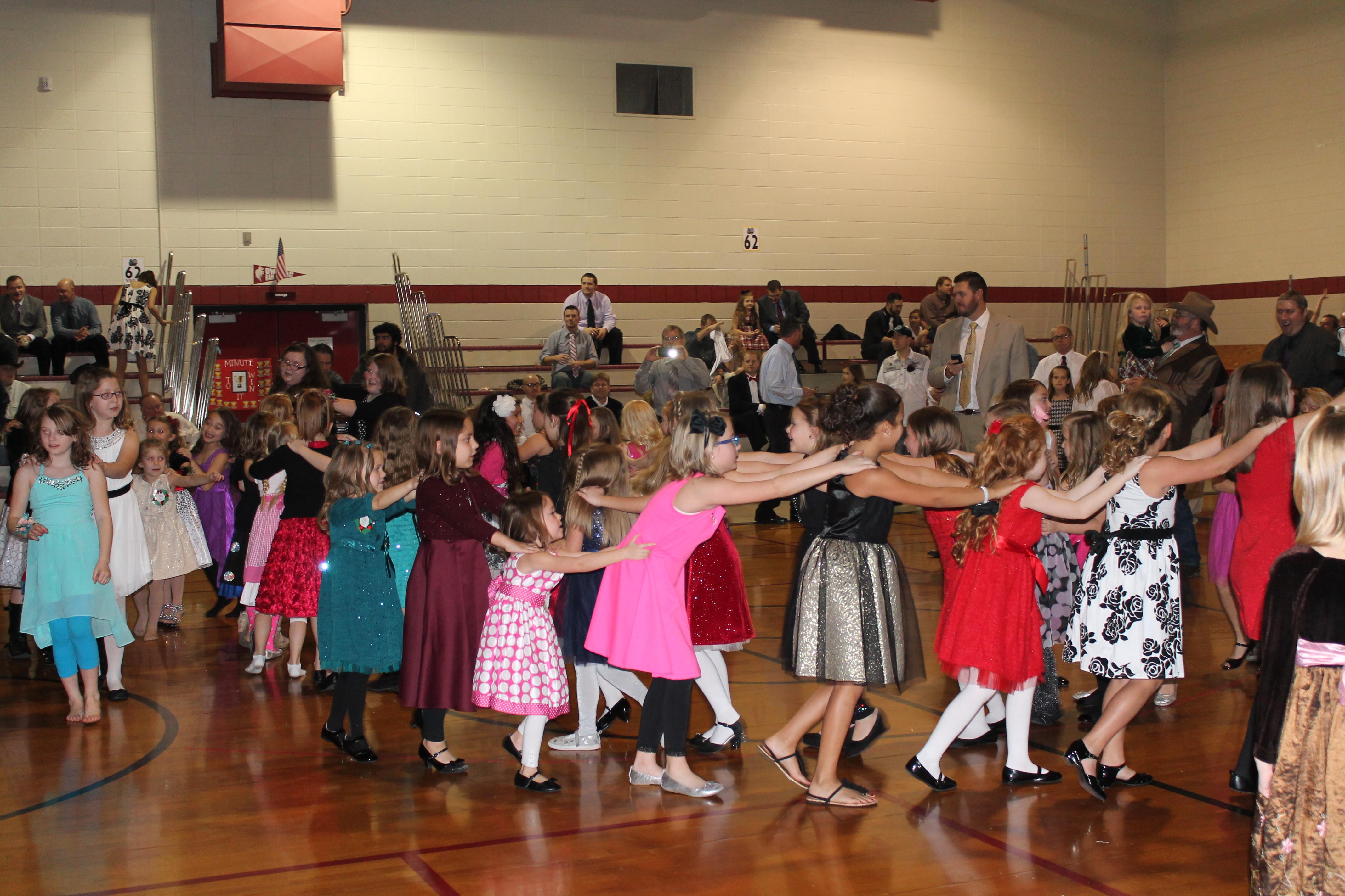 Pamela Hodson Elementary Held A Holiday Dance For Hodson