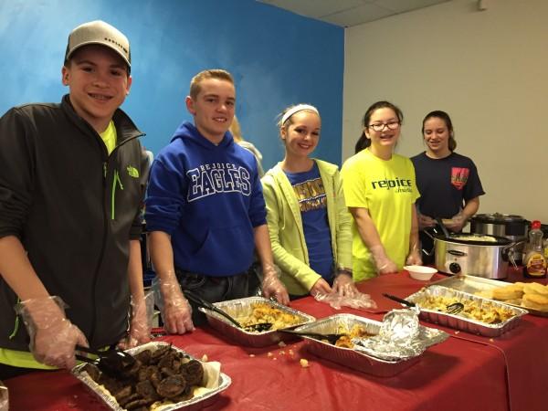 Rejoice Christian School 8th Grade Serves Breakfast To Tulsa